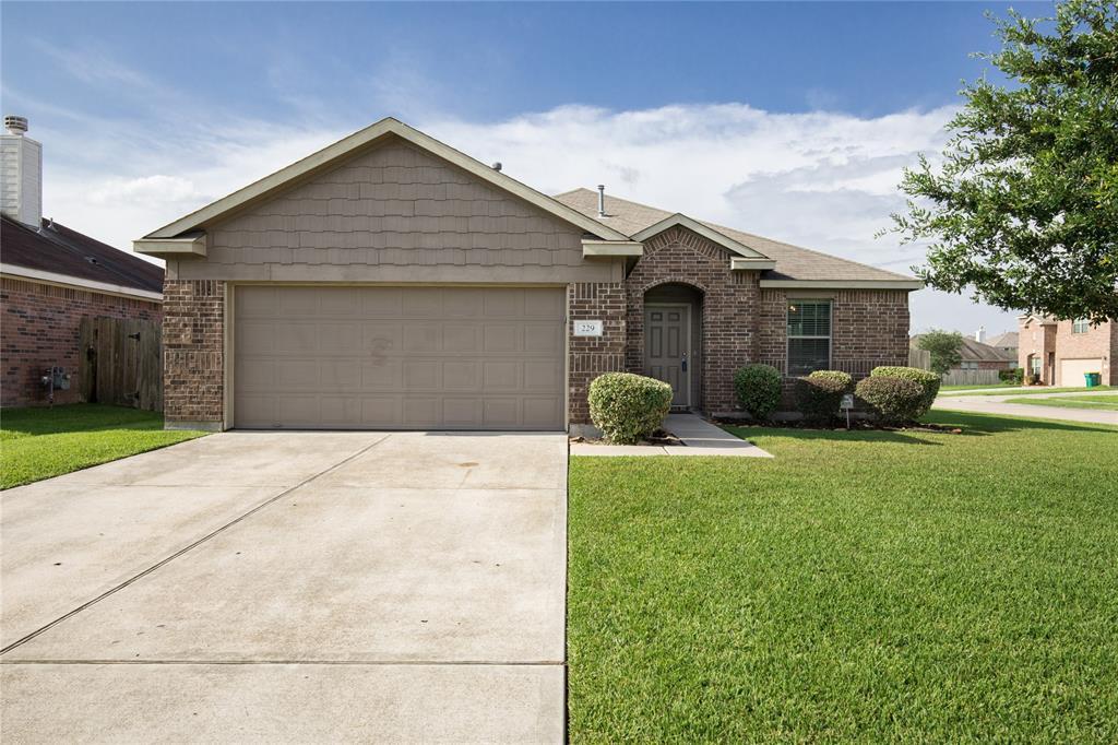 229 Splintered Arrow Drive Property Photo - La Marque, TX real estate listing