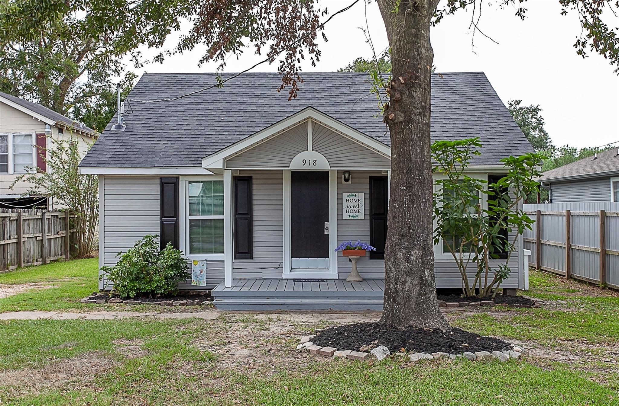 918 Washington Street Property Photo - Port Neches, TX real estate listing