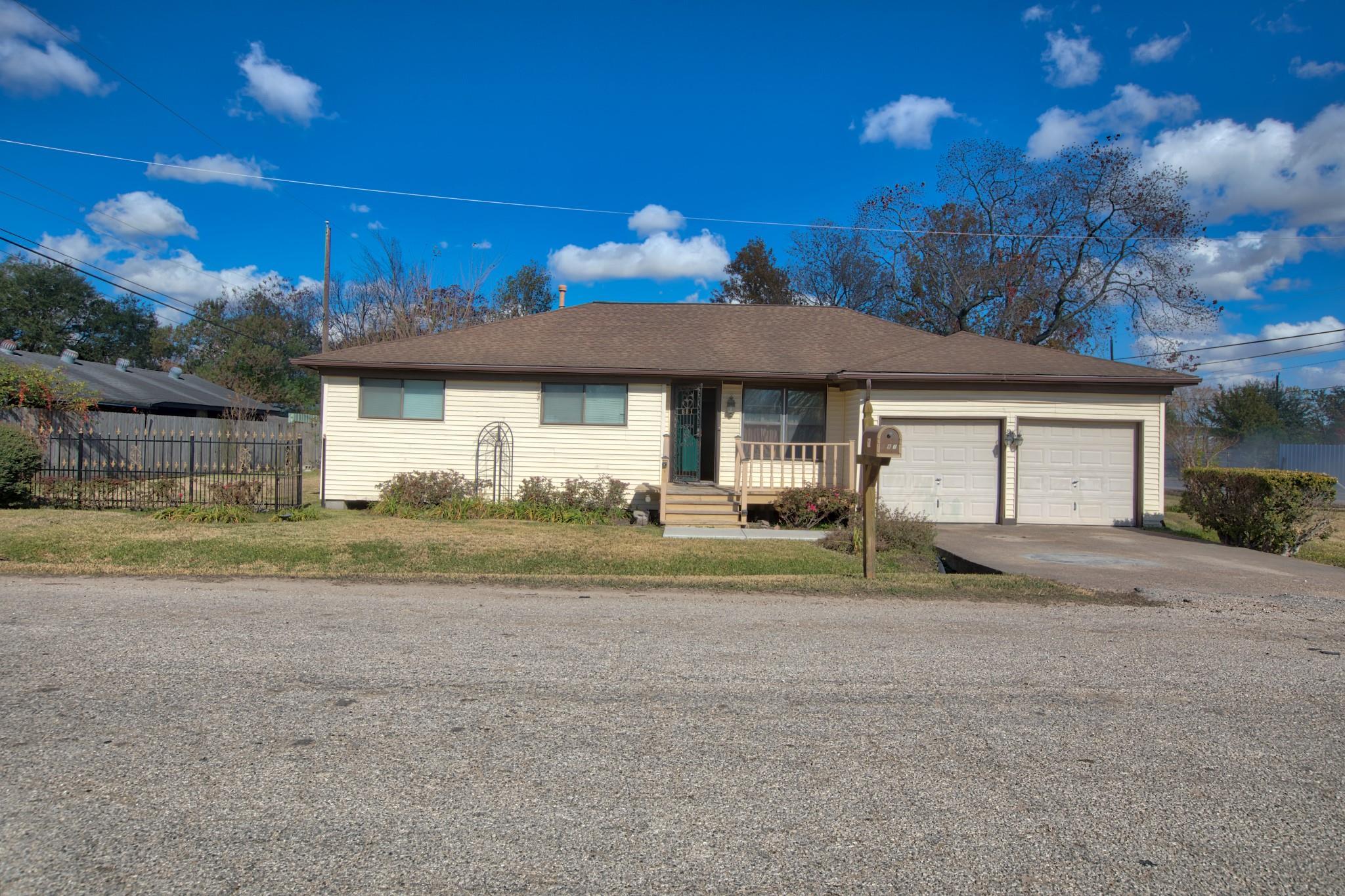 681 Charriton Street Property Photo - Houston, TX real estate listing
