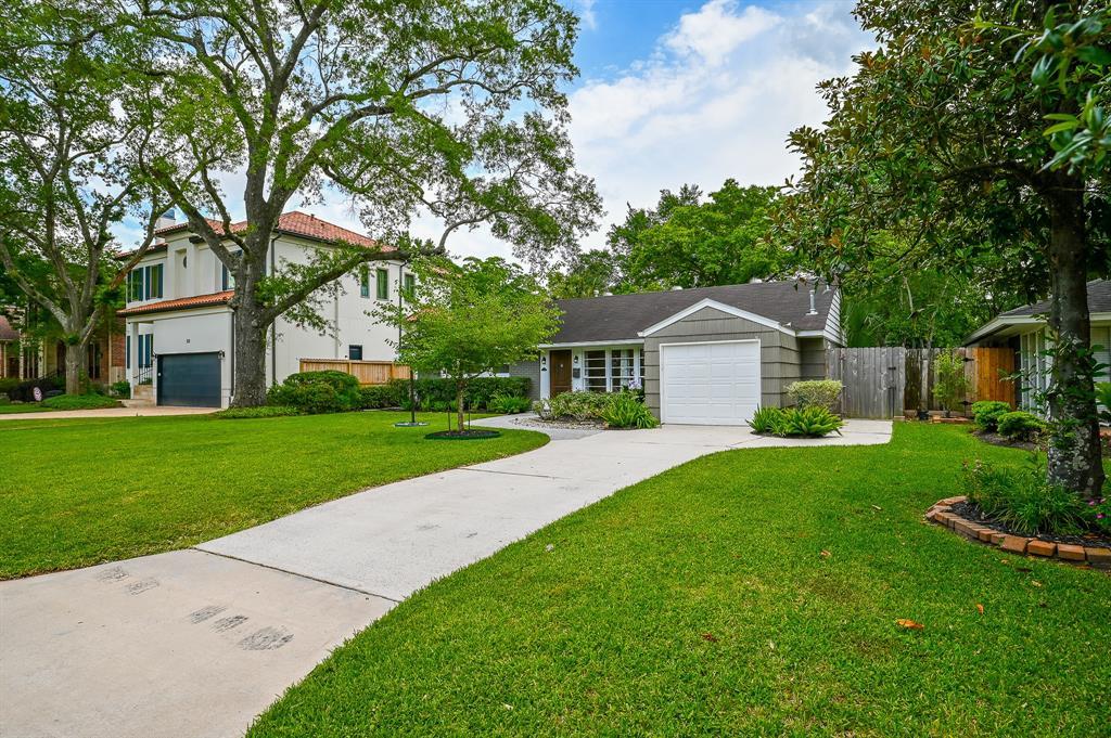 4627 Cedar Oaks Lane Property Photo - Bellaire, TX real estate listing