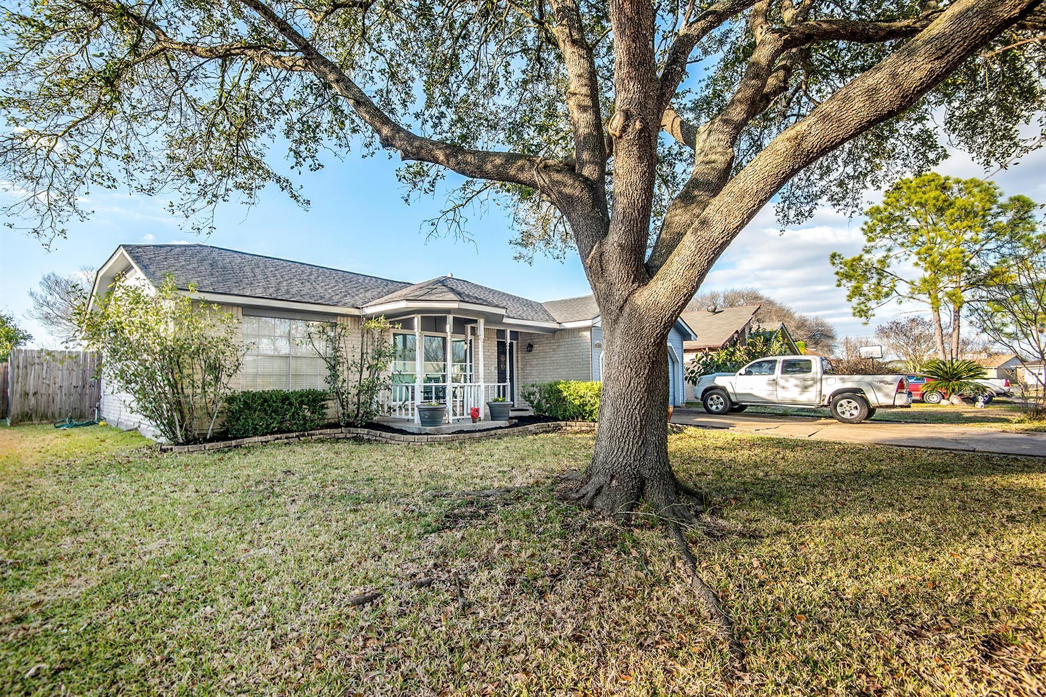 16118 Windom Drive Property Photo - Houston, TX real estate listing