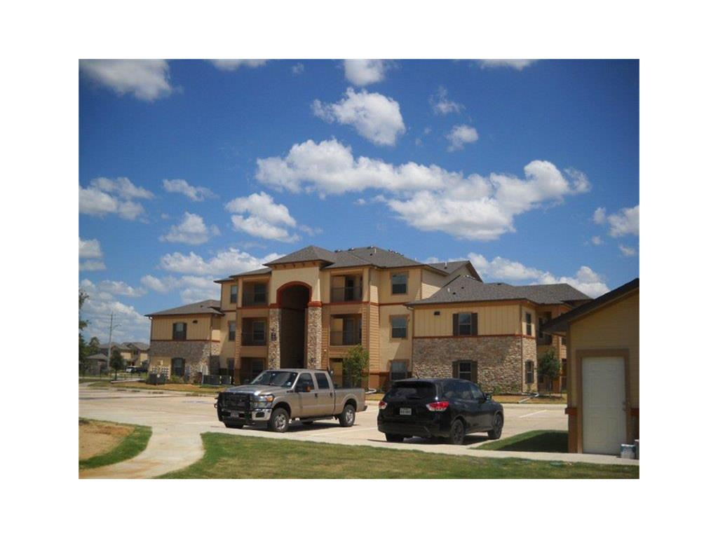 202 Aquero Boulevard Property Photo - Laredo, TX real estate listing