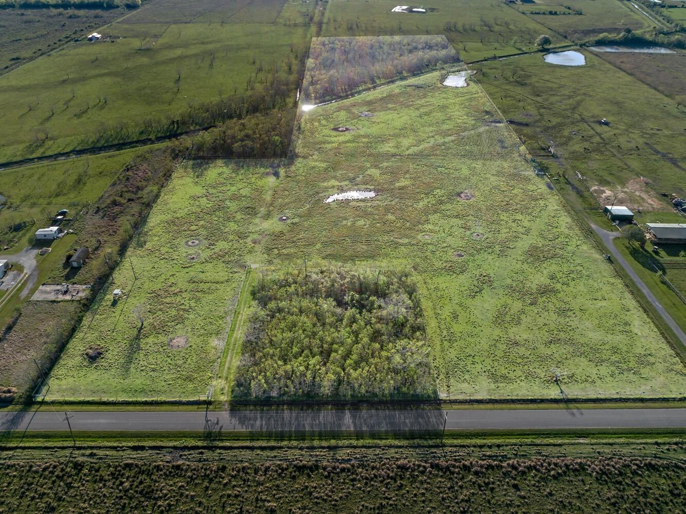 000 Wilber Road Property Photo - Hamshire, TX real estate listing