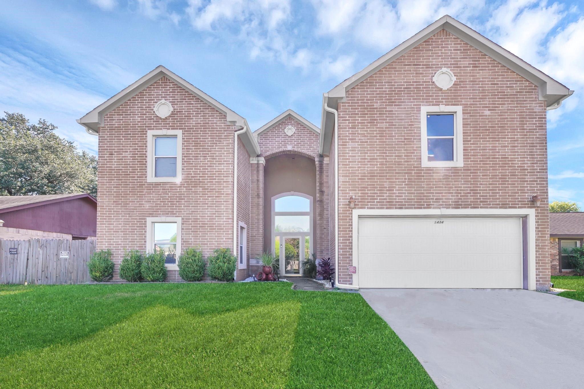 1434 Castle Glen Drive Property Photo - Houston, TX real estate listing