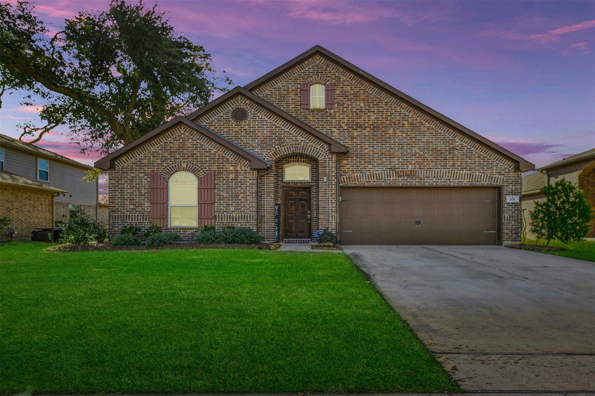 201 Meadow Ridge Way Property Photo - Clute, TX real estate listing