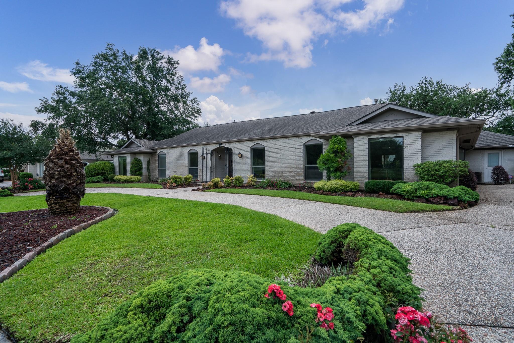 8111 S Braeswood Boulevard Property Photo