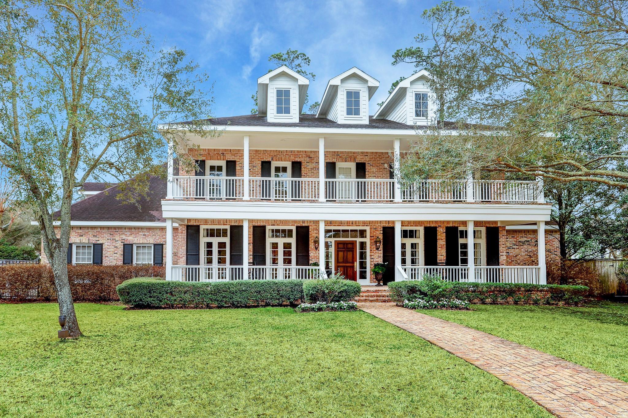 2 Pine Crescent Court Property Photo - Hunters Creek Village, TX real estate listing