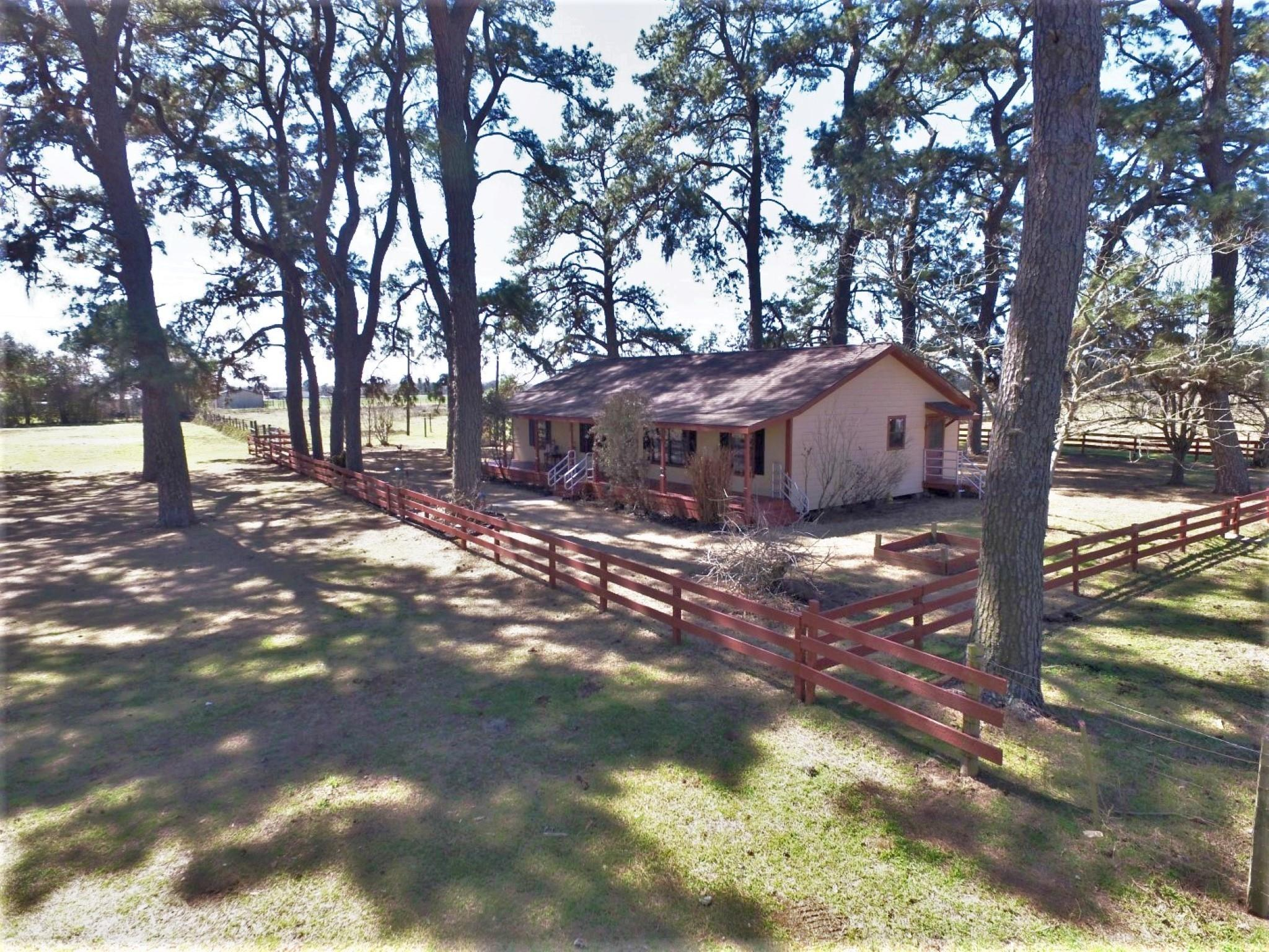 6117 Fm 442 Road Property Photo - Boling, TX real estate listing