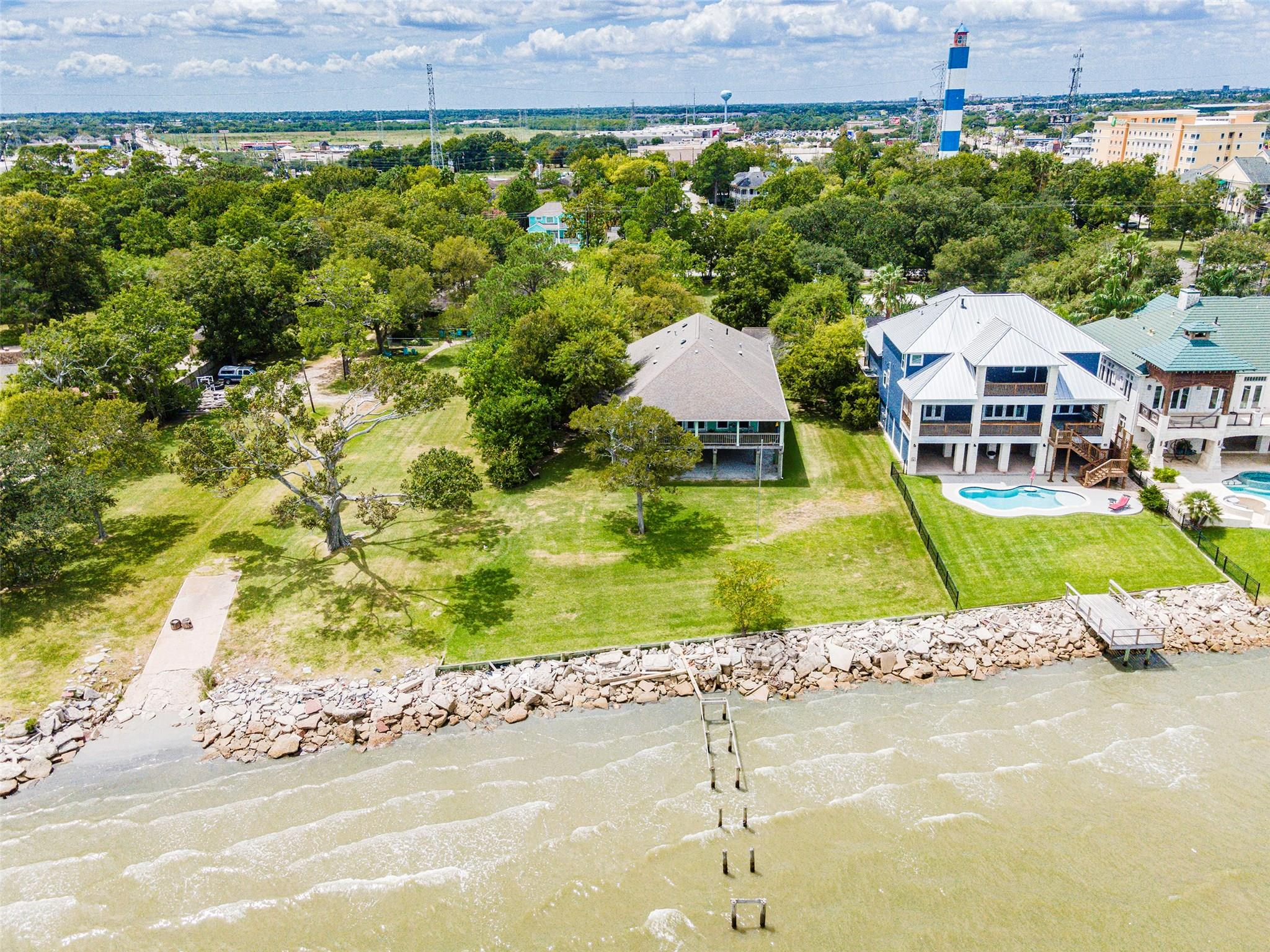 1007 Kipp Avenue Property Photo - Kemah, TX real estate listing