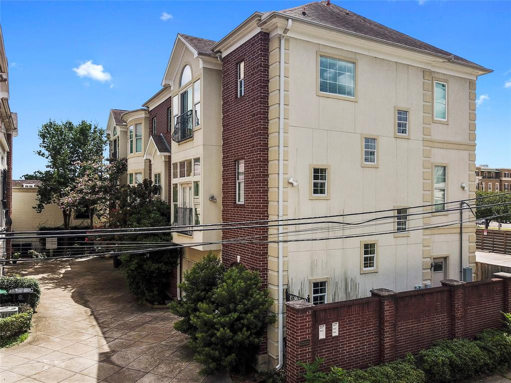 Adams Court Real Estate Listings Main Image