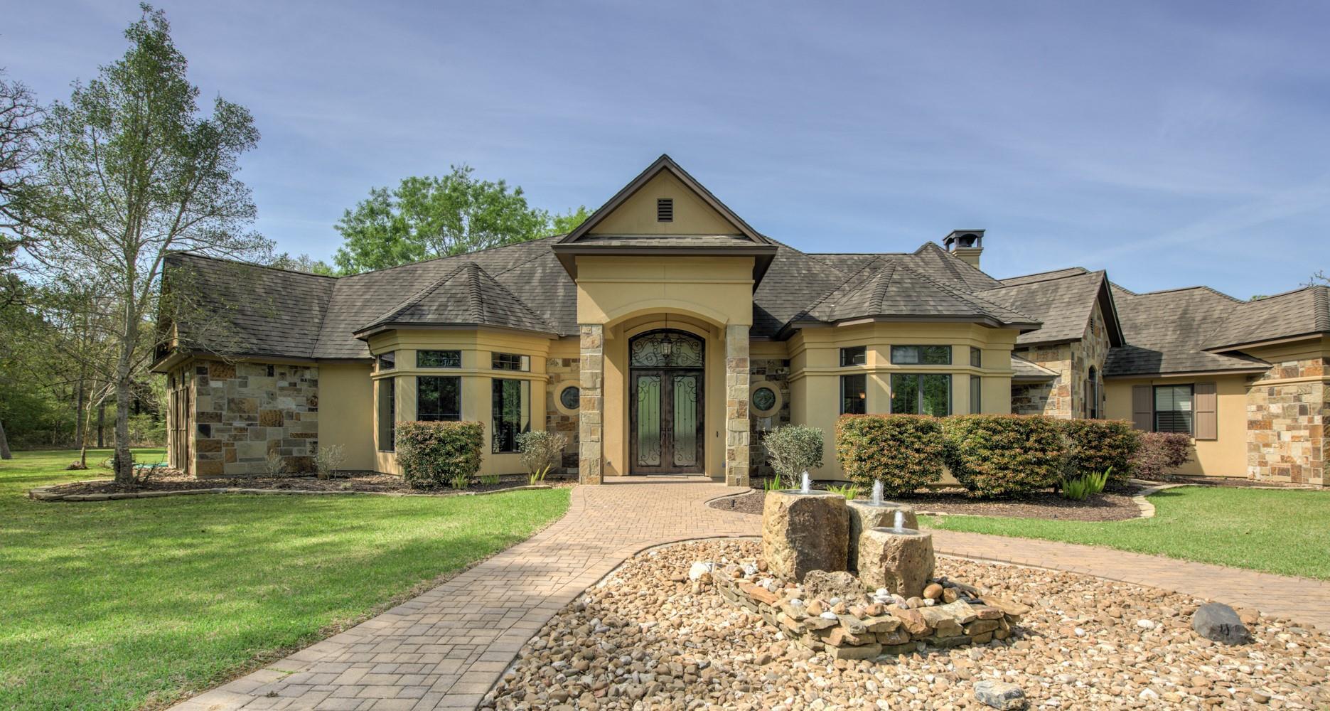 1064 N Live Oak Lane Property Photo