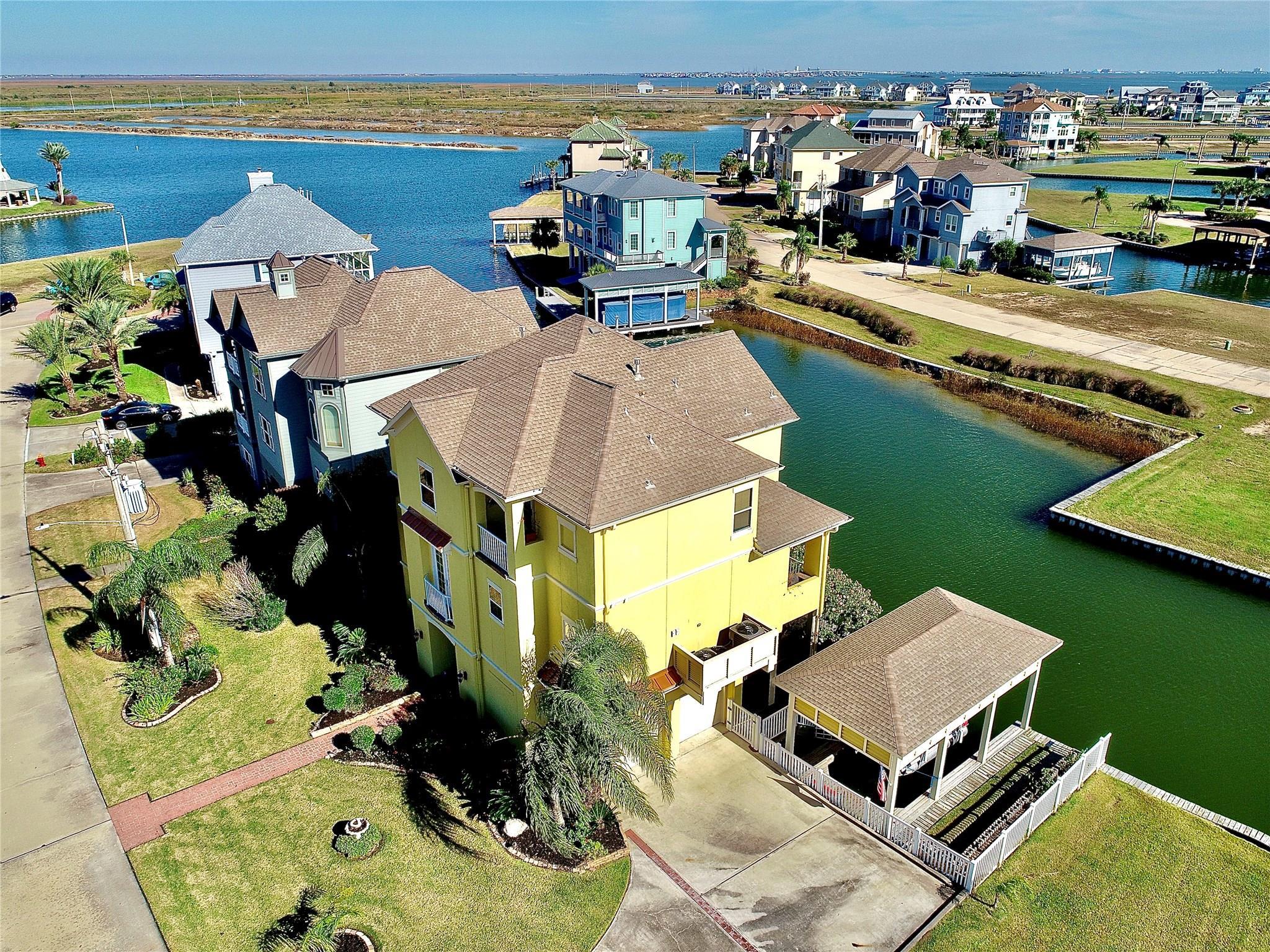 19 Largo Property Photo