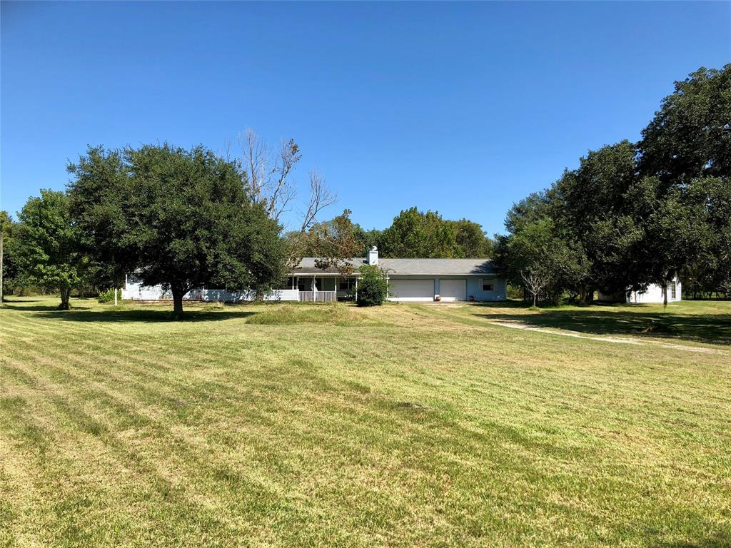 21202 Pecan Bend Road Property Photo - Damon, TX real estate listing