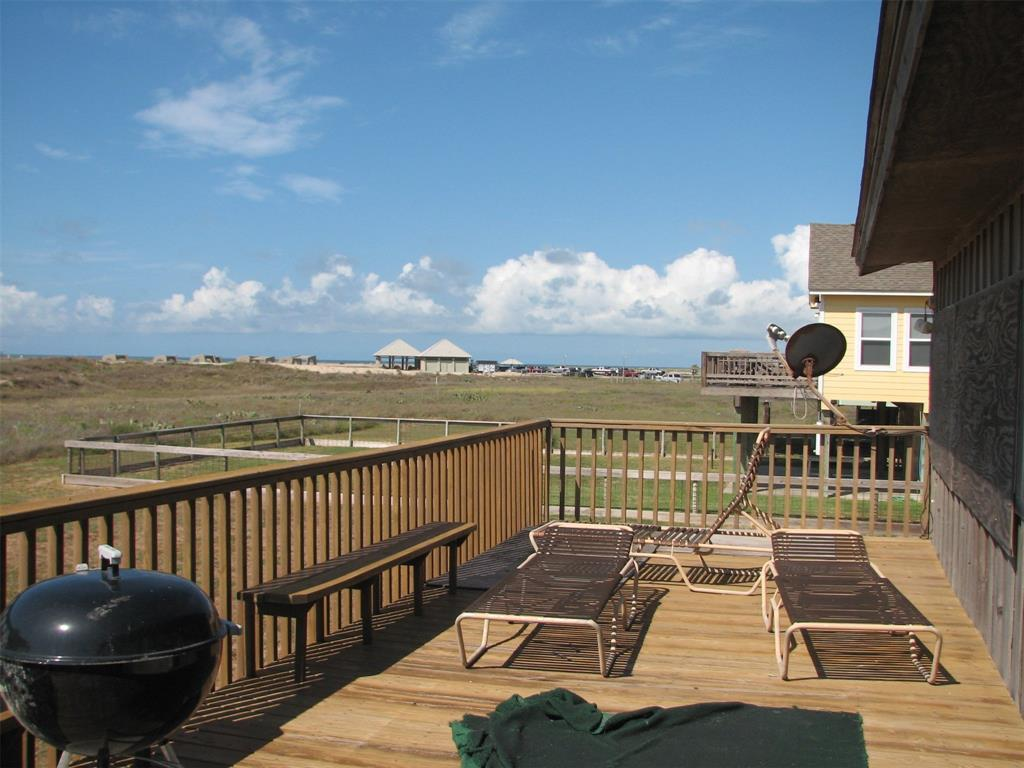 186 Beachfront Drive Property Photo - Matagorda, TX real estate listing
