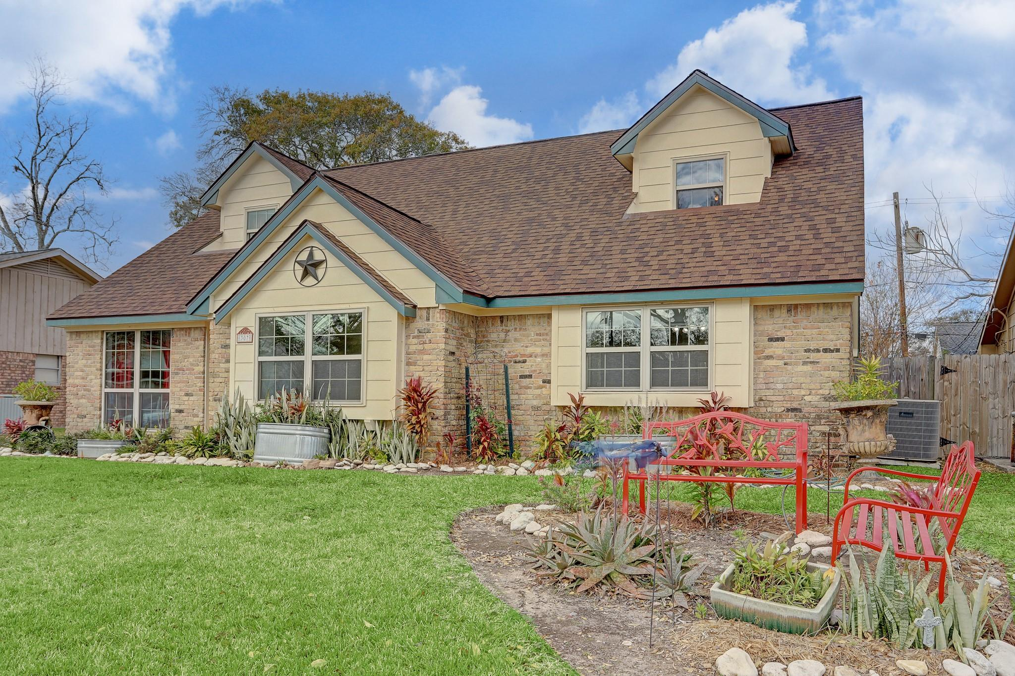 307 Coronation Drive Property Photo - Houston, TX real estate listing