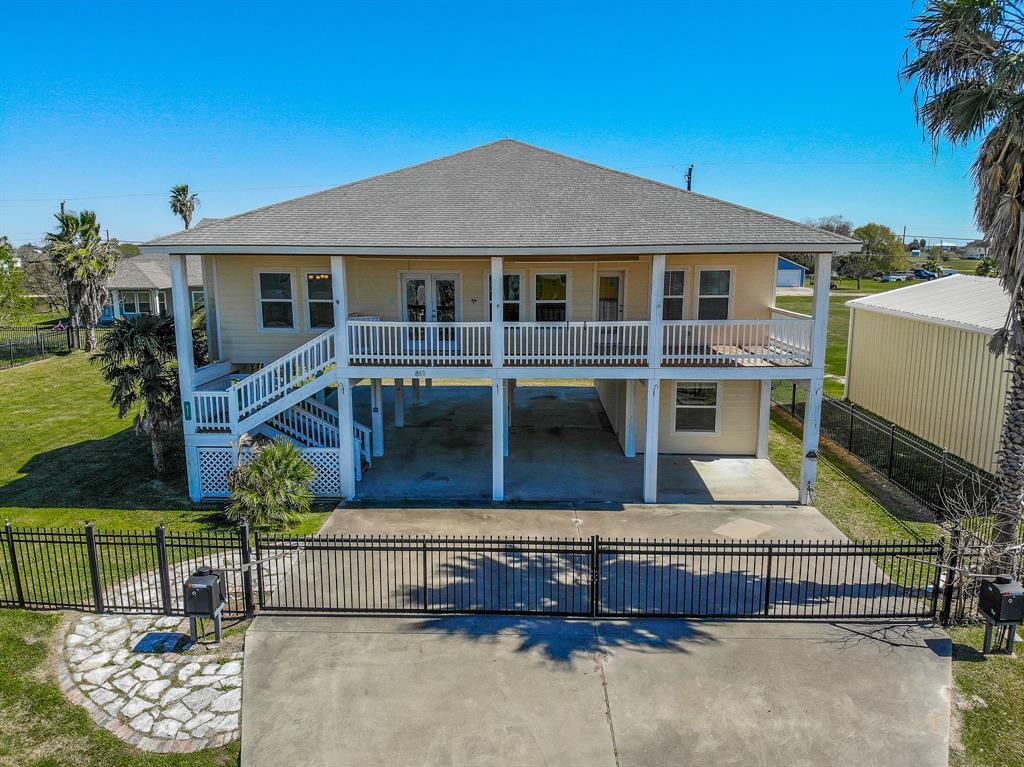811 W Bayshore Drive, Palacios, TX 77465 - Palacios, TX real estate listing