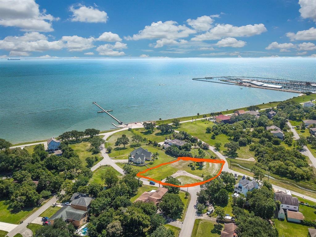 130 Shore Acres Boulevard Property Photo - Shoreacres, TX real estate listing