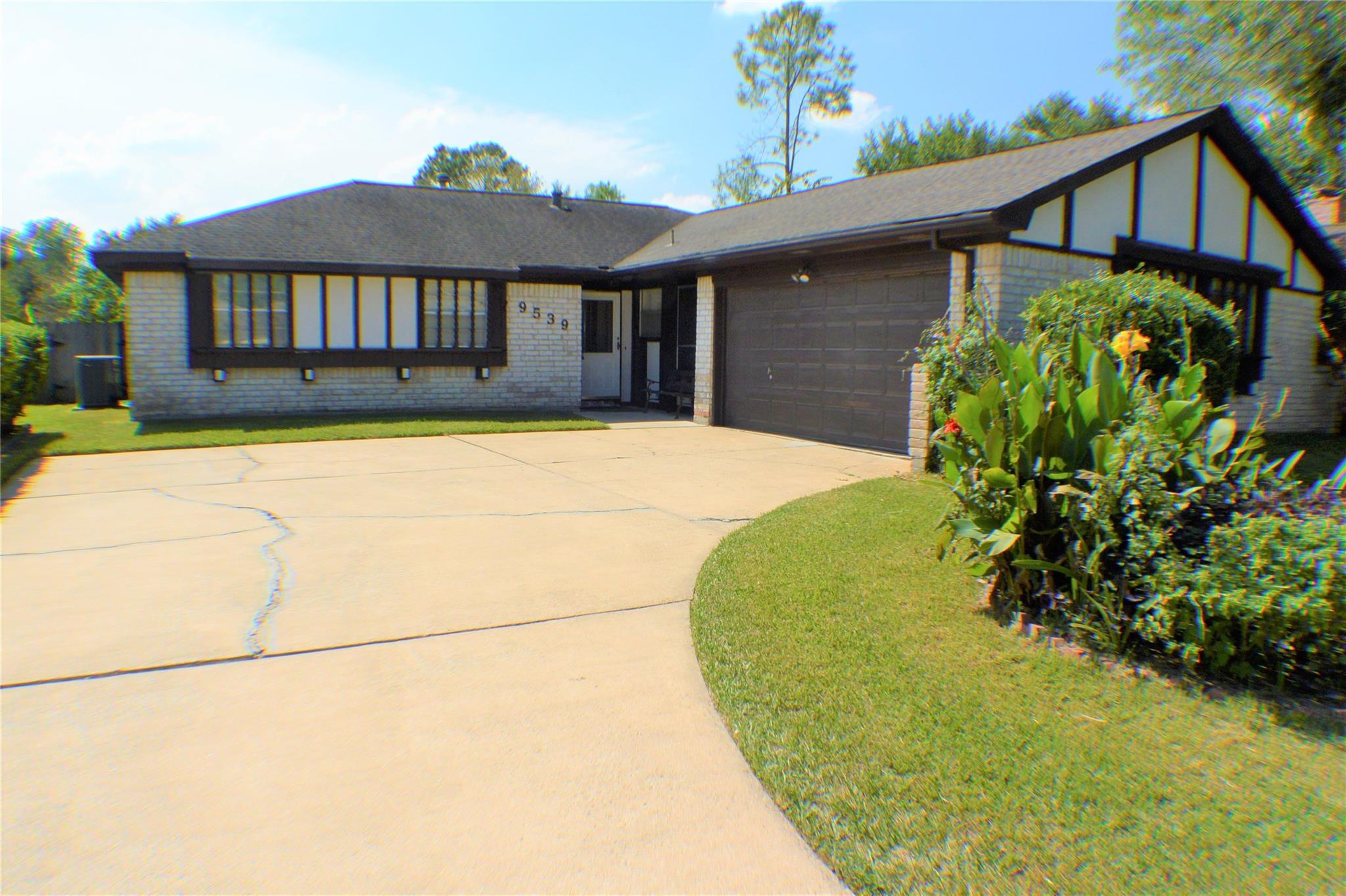 9539 Wickenburg Drive Property Photo - Houston, TX real estate listing