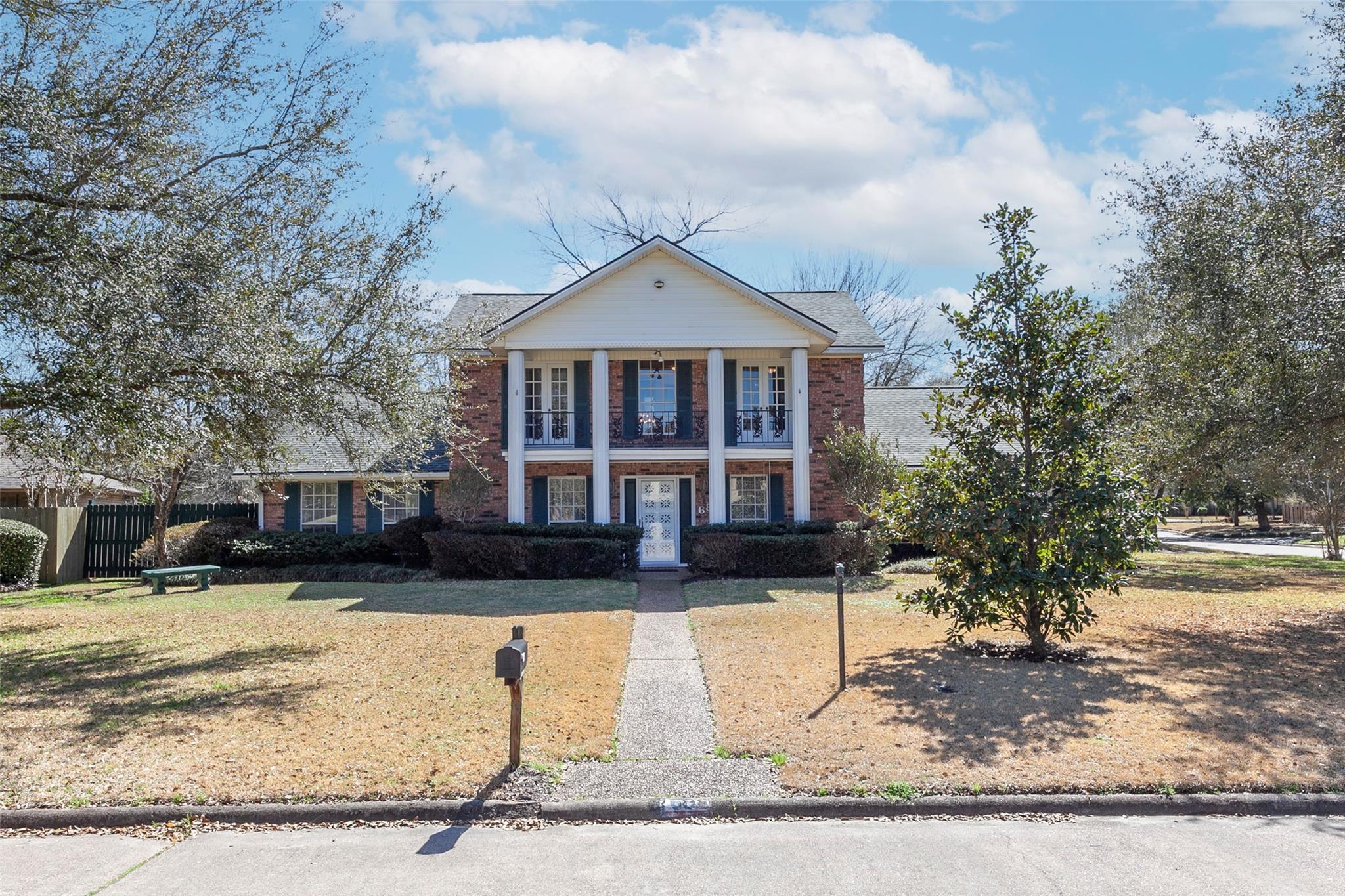 68 Avenue Of The Oaks Property Photo