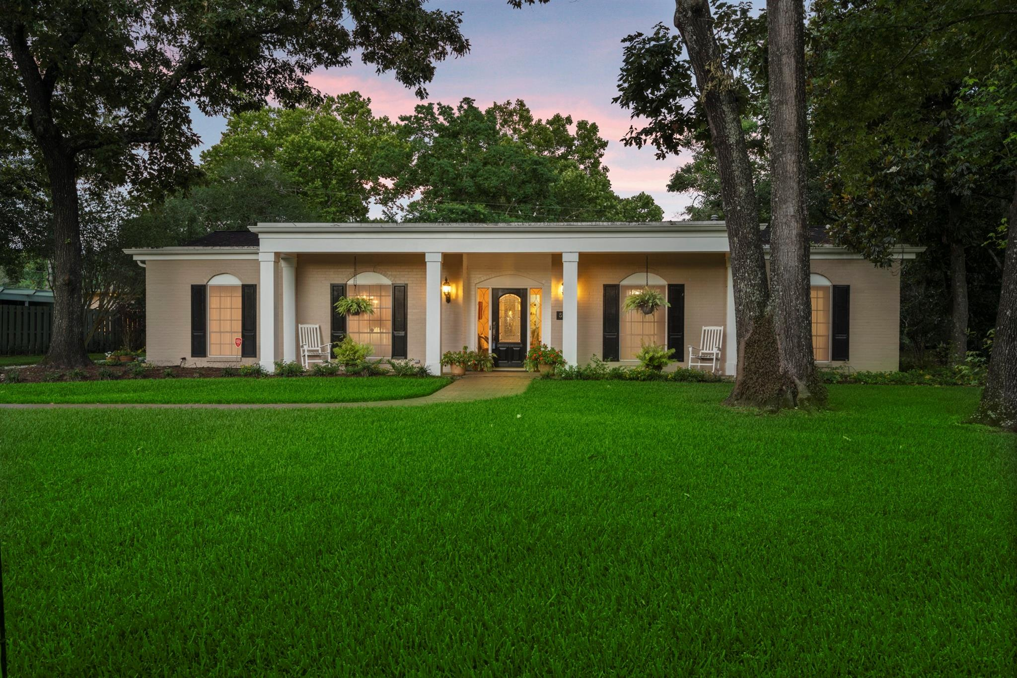 5911 Southern Hills Drive Property Photo