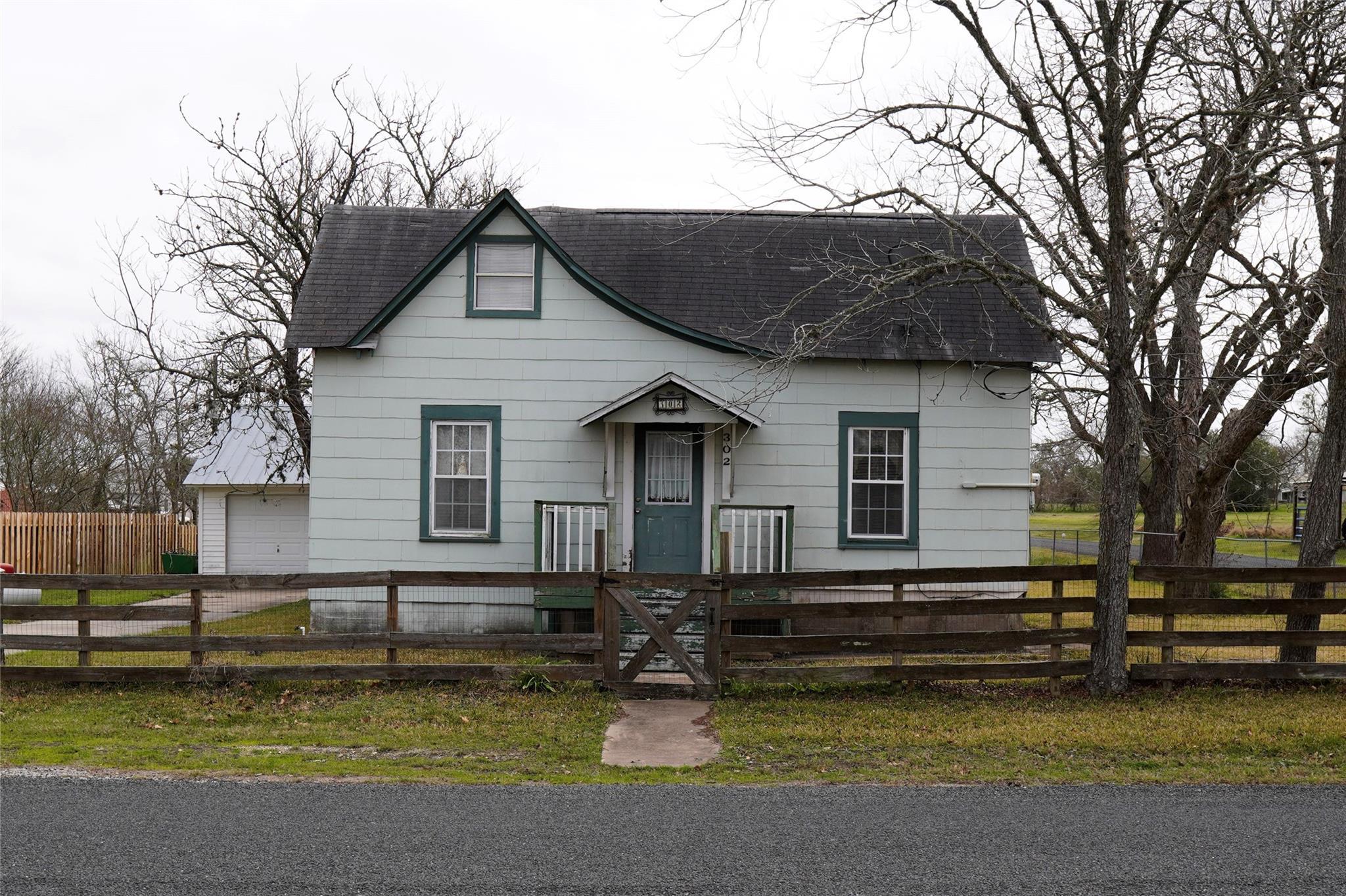 302 E Bell Street Property Photo 1