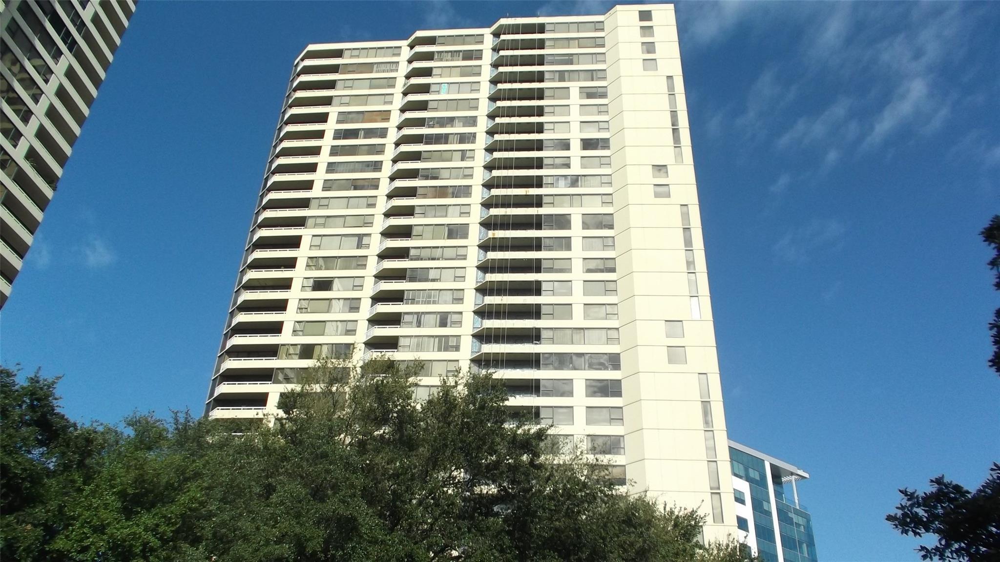 14 GREENWAY Plaza #4L Property Photo - Houston, TX real estate listing