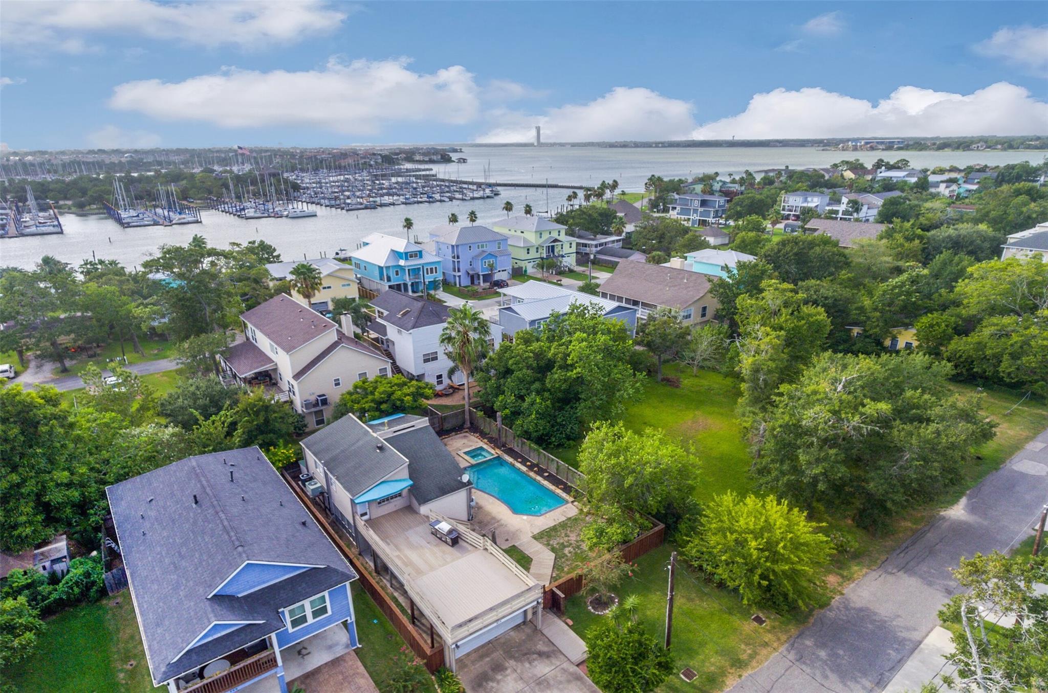 514 Oak Road Property Photo - Kemah, TX real estate listing