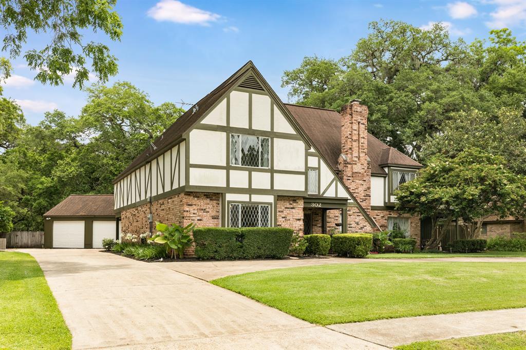 302 Live Oak Lane, Lake Jackson, TX 77566 - Lake Jackson, TX real estate listing