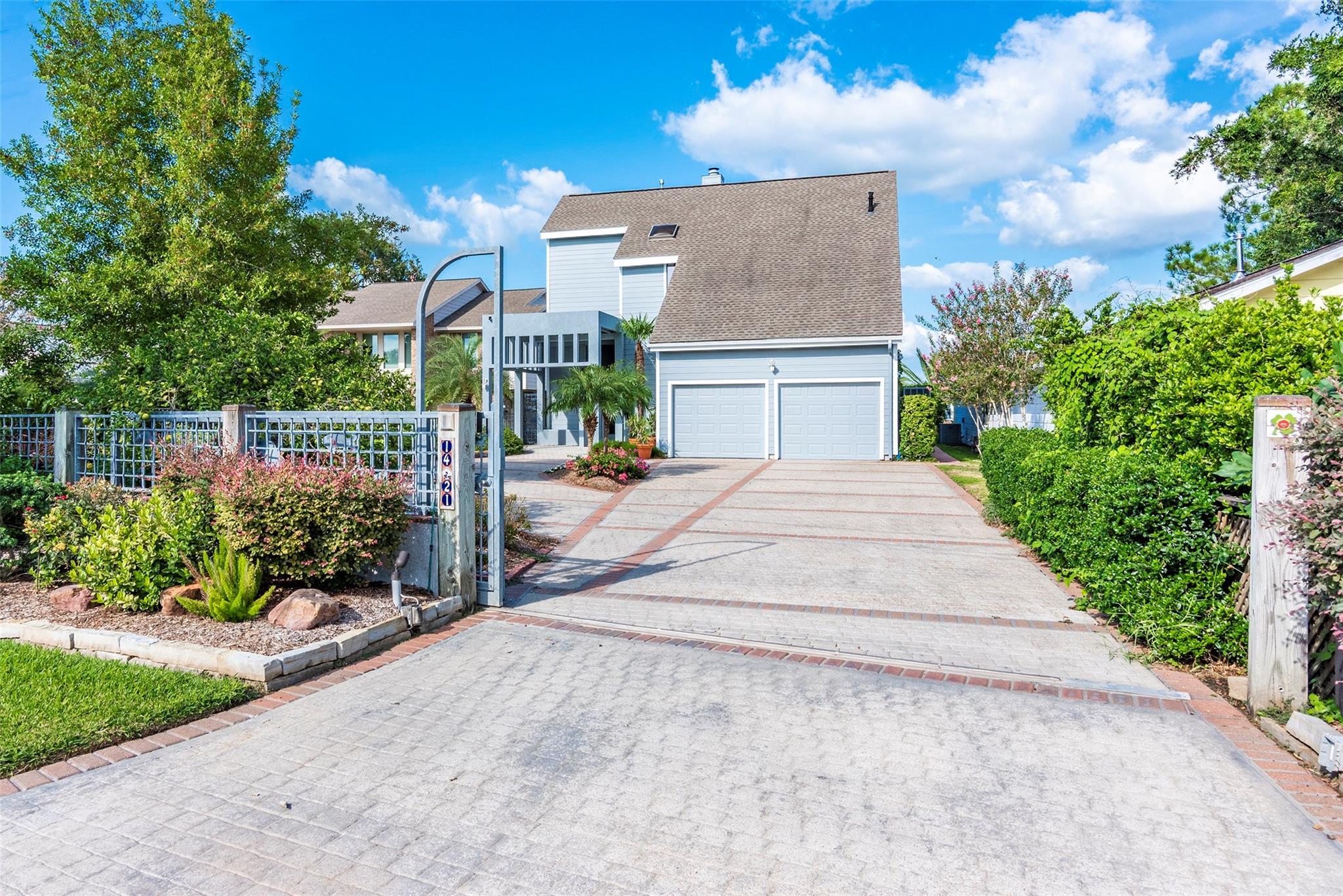 1421 Bayshore Drive Property Photo - Kemah, TX real estate listing