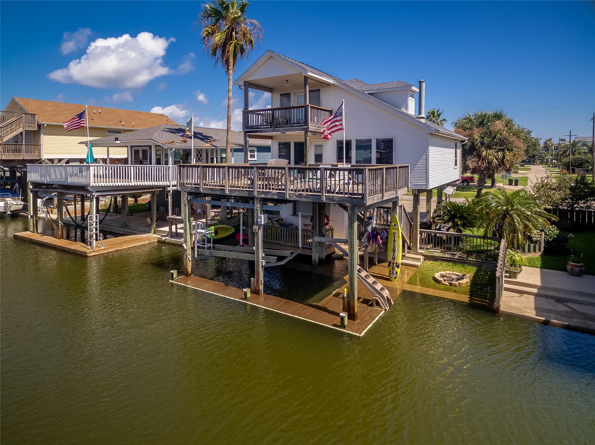 4413 Pelican Road Property Photo - Jamaica Beach, TX real estate listing