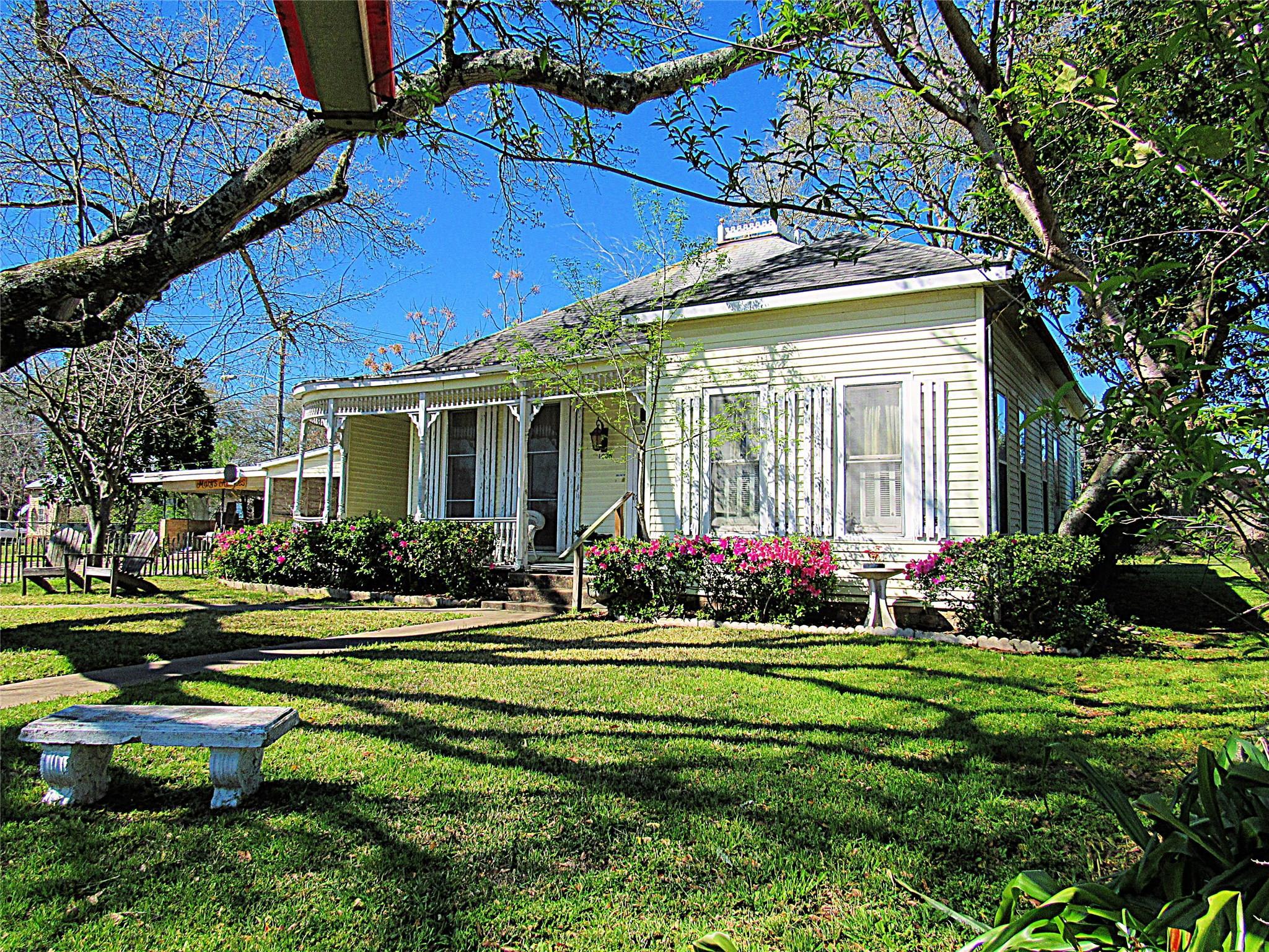 1005 Highway 105 Property Photo