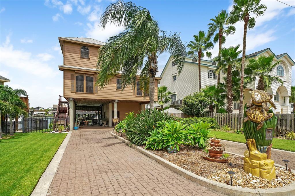 1618 Castaway Street, Tiki Island, TX 77554 - Tiki Island, TX real estate listing