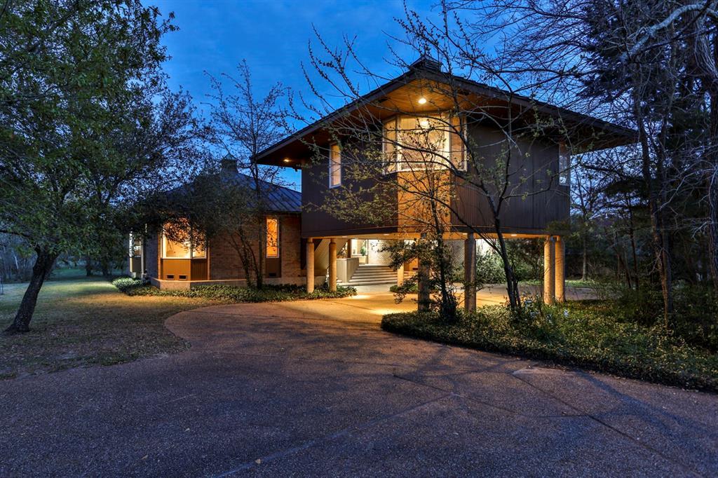 2421 E Briargate Drive Property Photo - Bryan, TX real estate listing