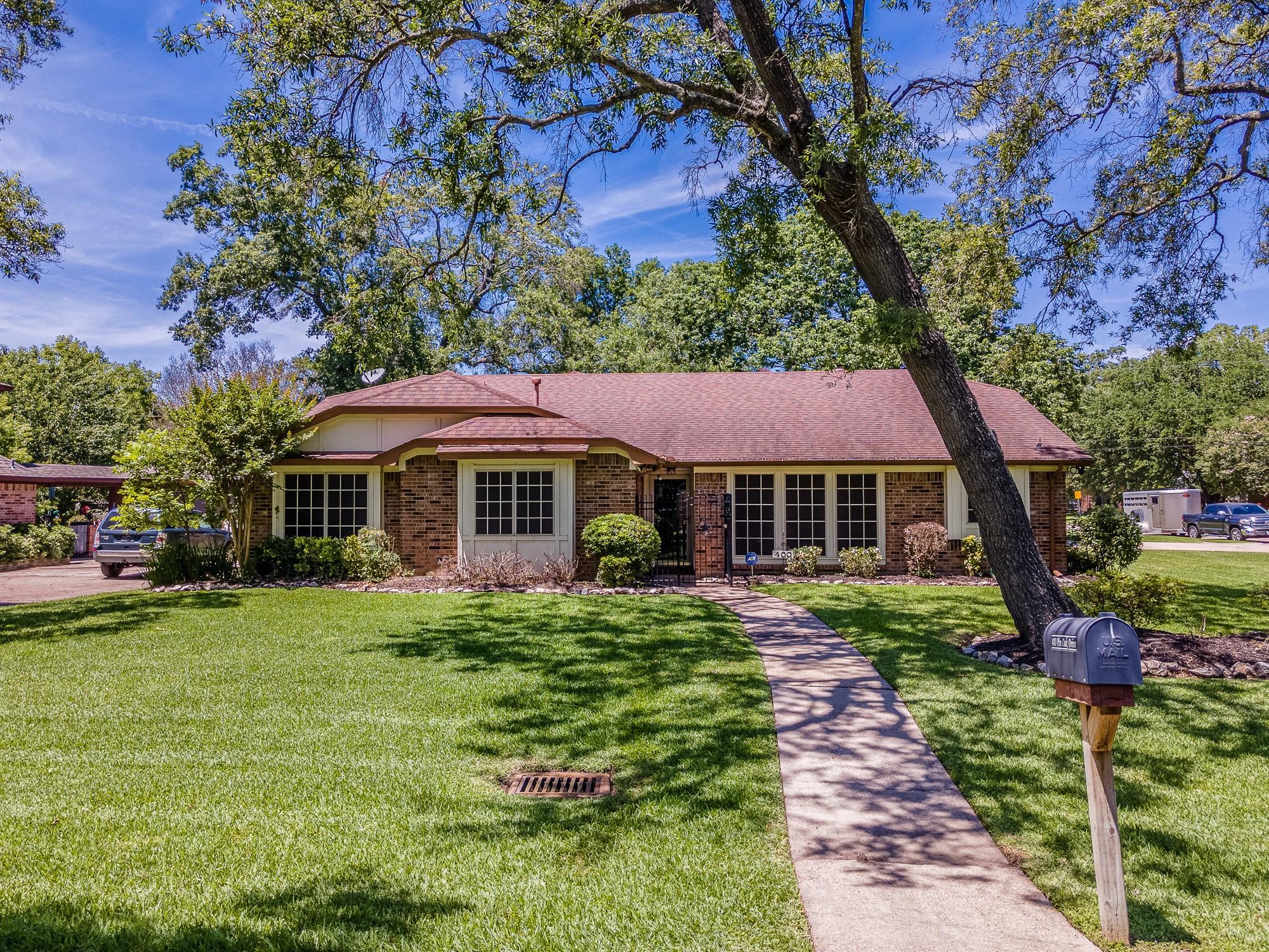 400 Pin Oak Drive Property Photo