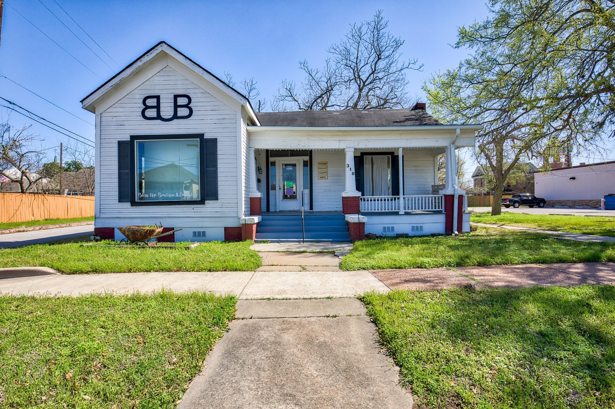 318 E Washington Avenue Property Photo