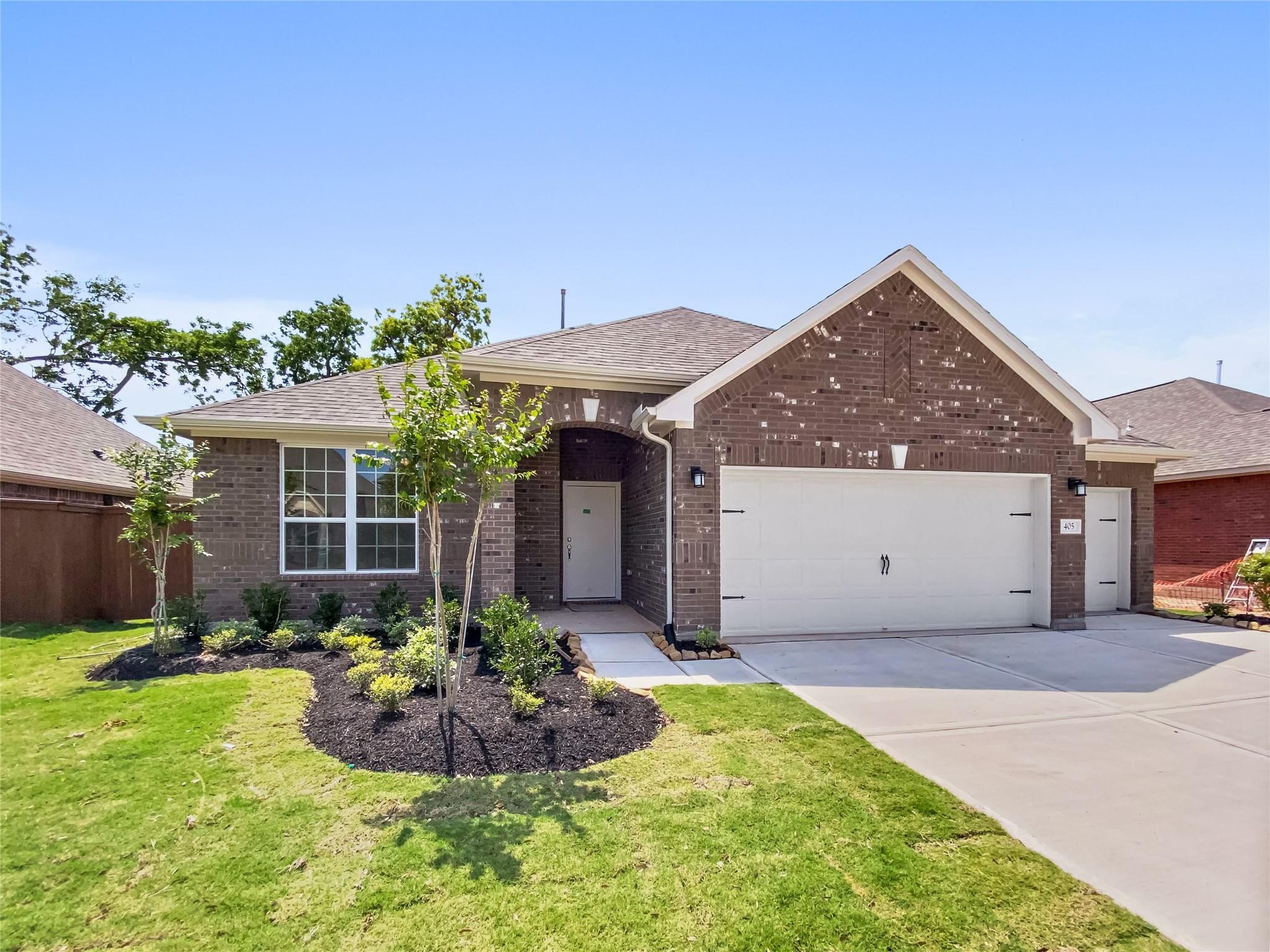 405 Bentwood Way Property Photo - Clute, TX real estate listing