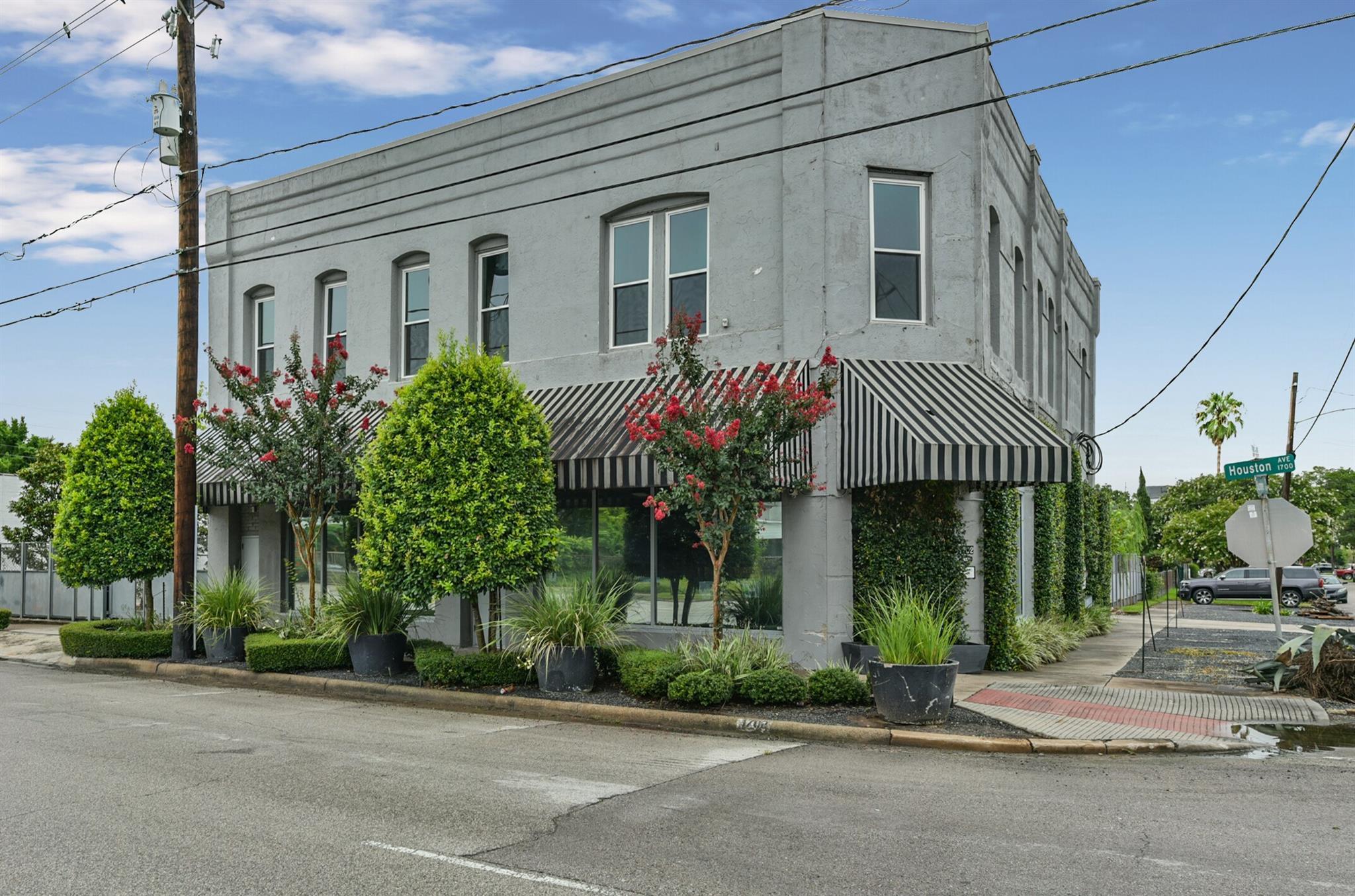 1702 Houston Avenue Property Photo - Houston, TX real estate listing
