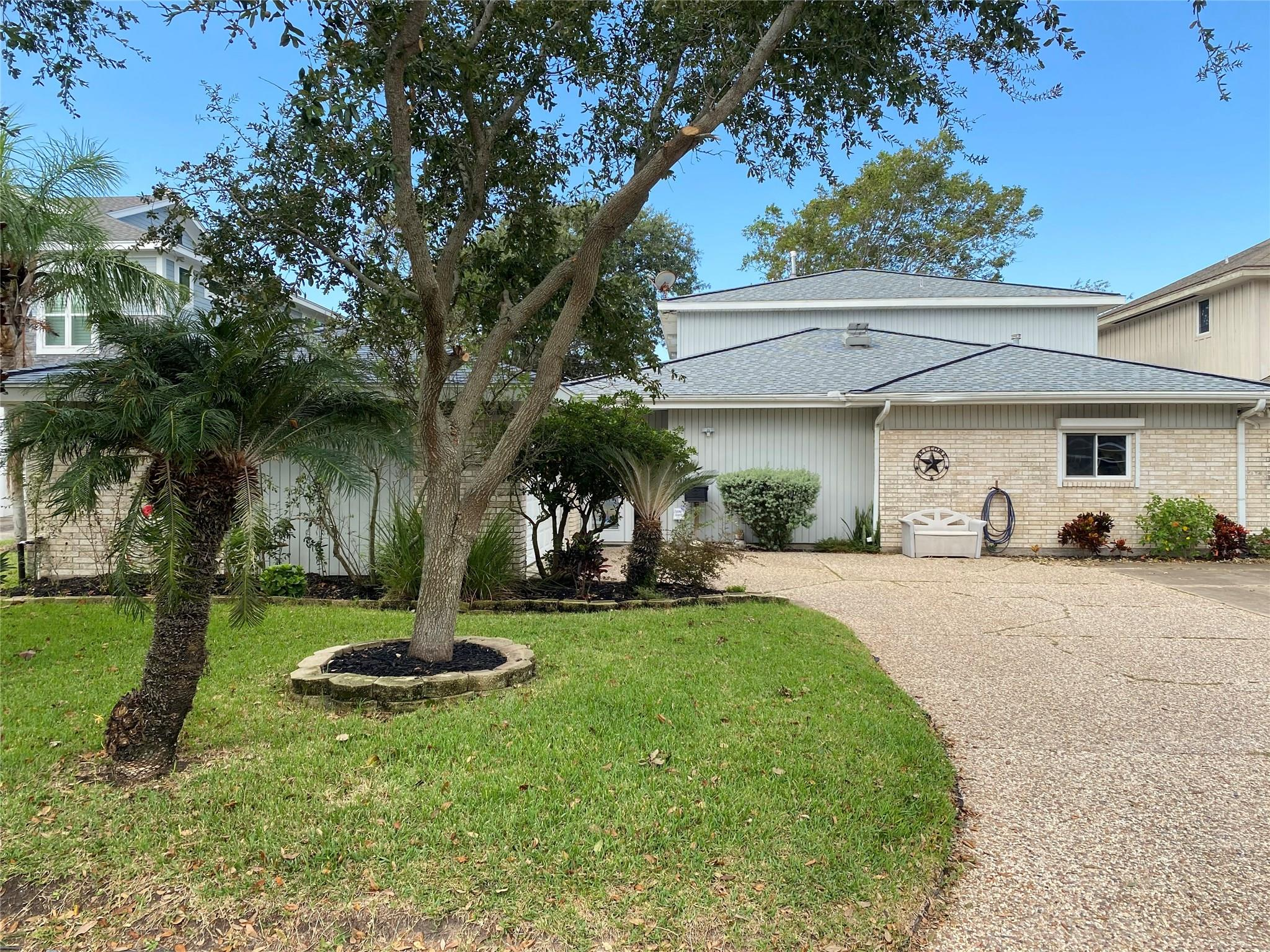 2919 Beluche Drive Property Photo - Galveston, TX real estate listing