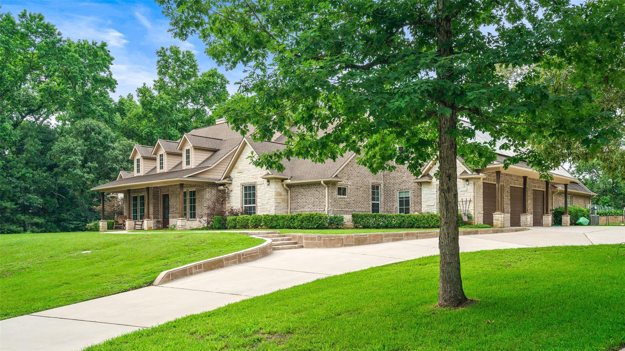 11420 White Oak Way Property Photo