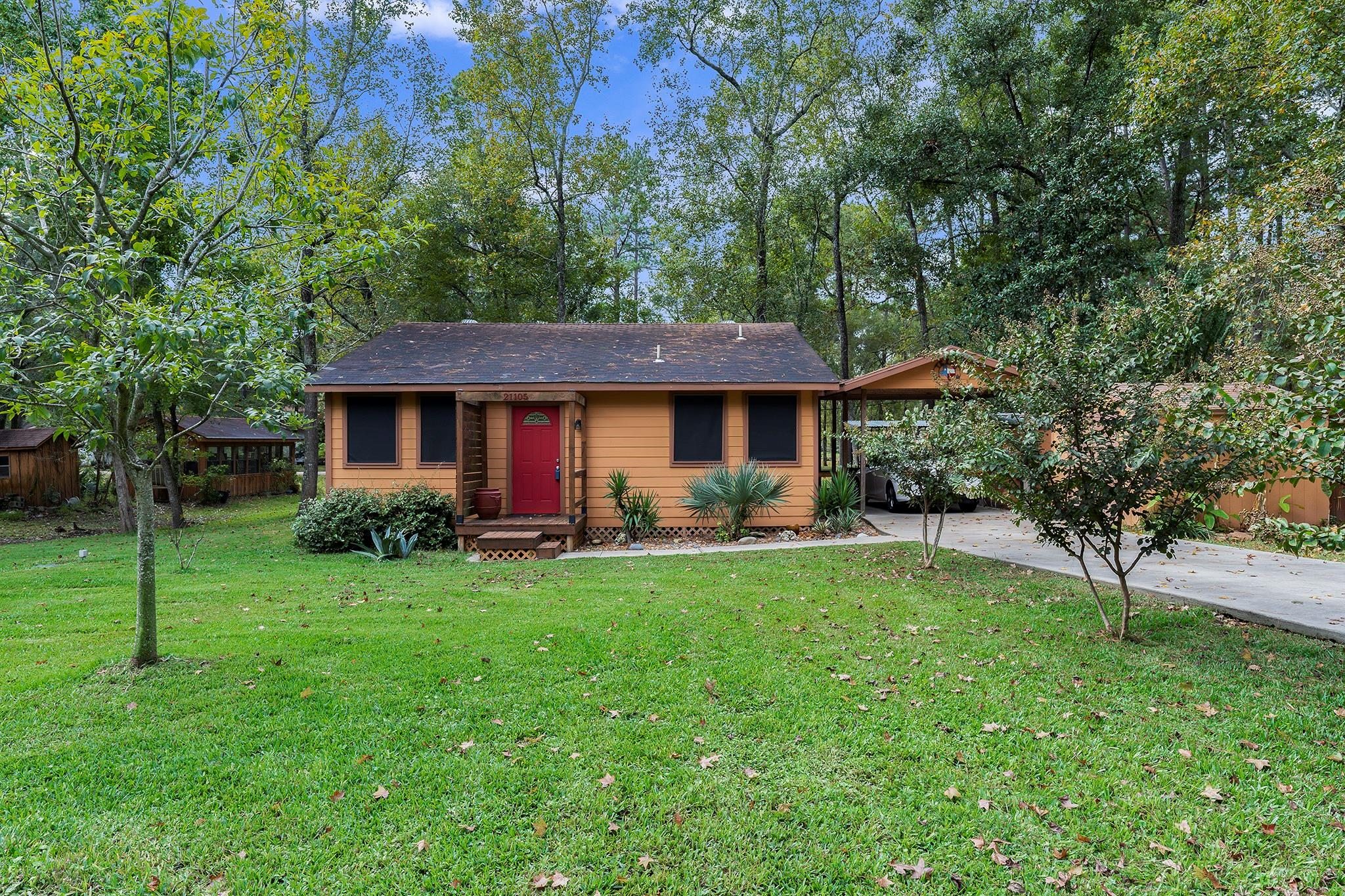 21105 Huckleberry Lane Property Photo - Montgomery, TX real estate listing