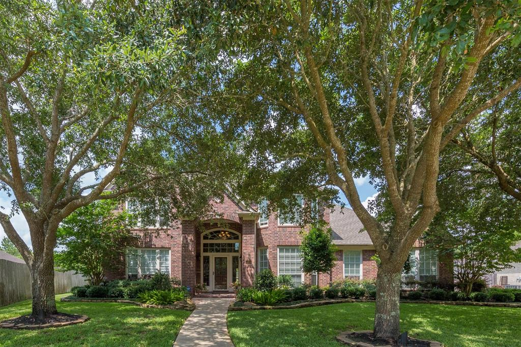 2902 Harvest Hill Drive Property Photo - Friendswood, TX real estate listing