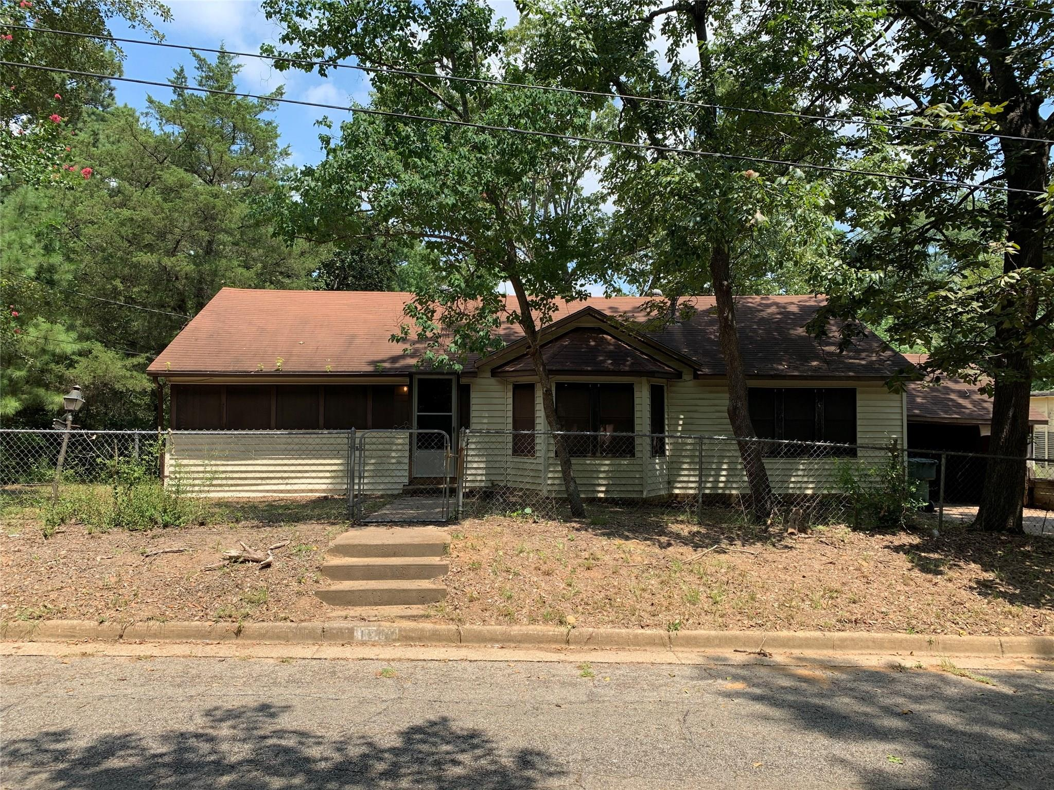 1214 Jeffries Street Property Photo - Nacogdoches, TX real estate listing