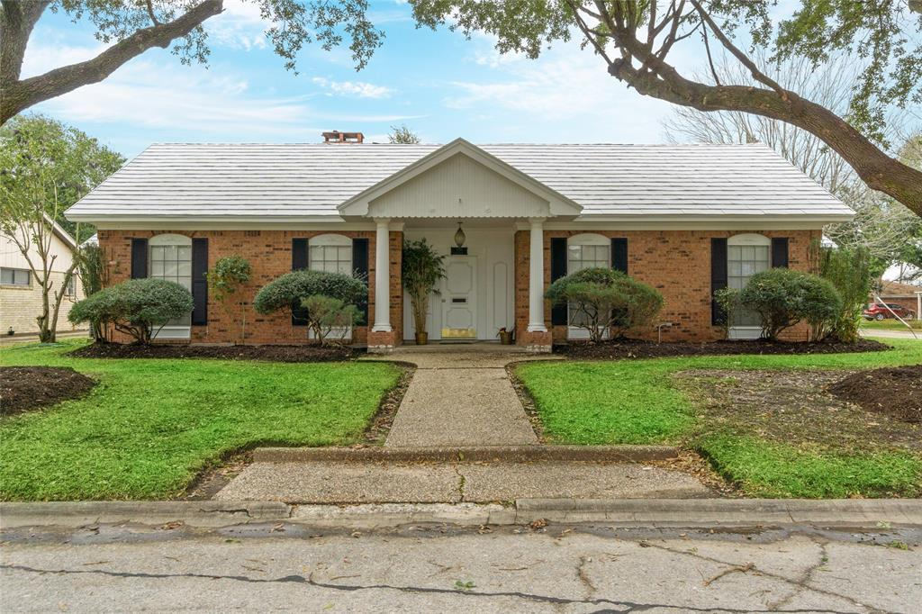 700 Brentwood Drive, Baytown, TX 77520 - Baytown, TX real estate listing