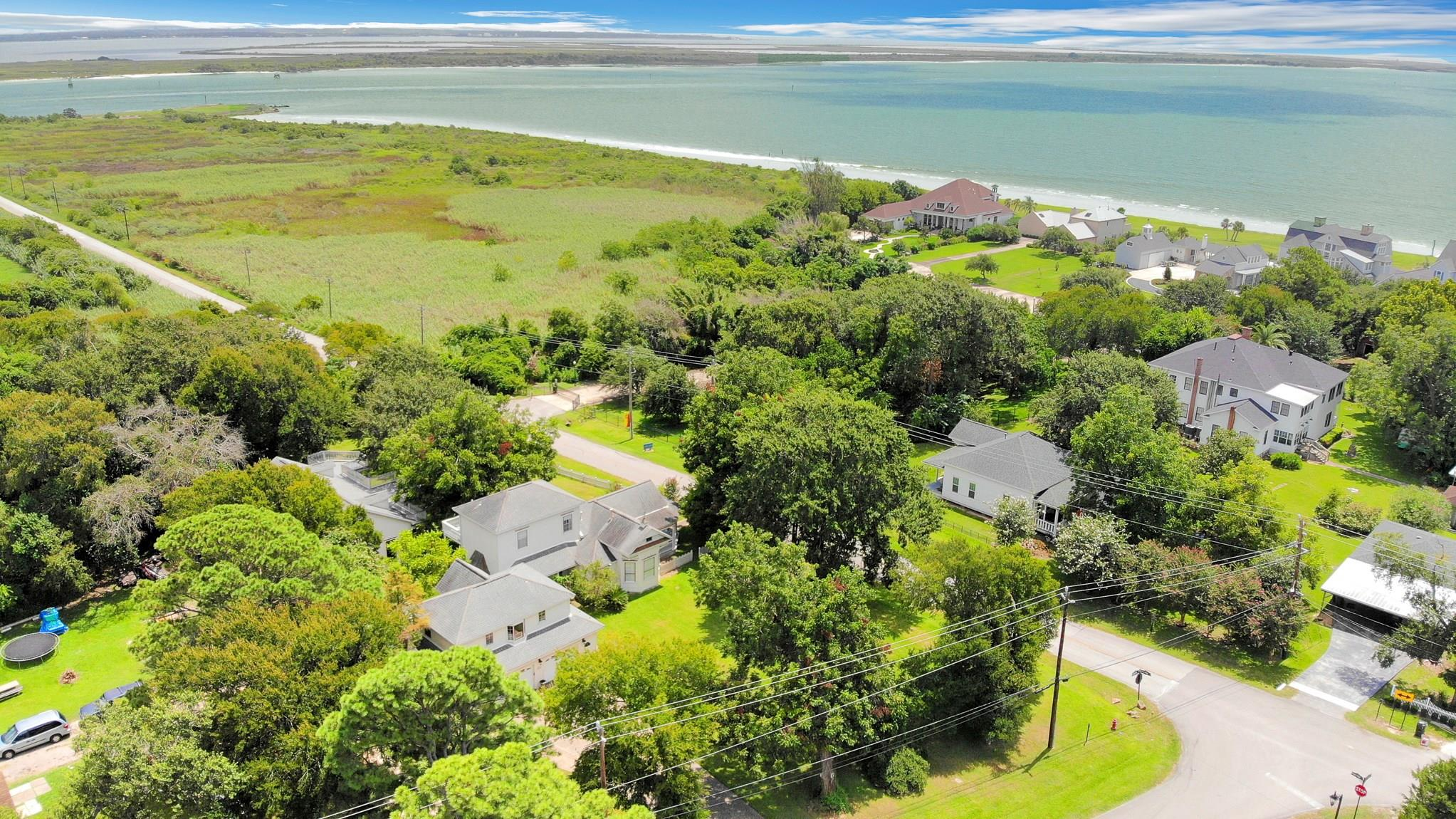 90 Bayridge Road Property Photo - Morgan's Point, TX real estate listing