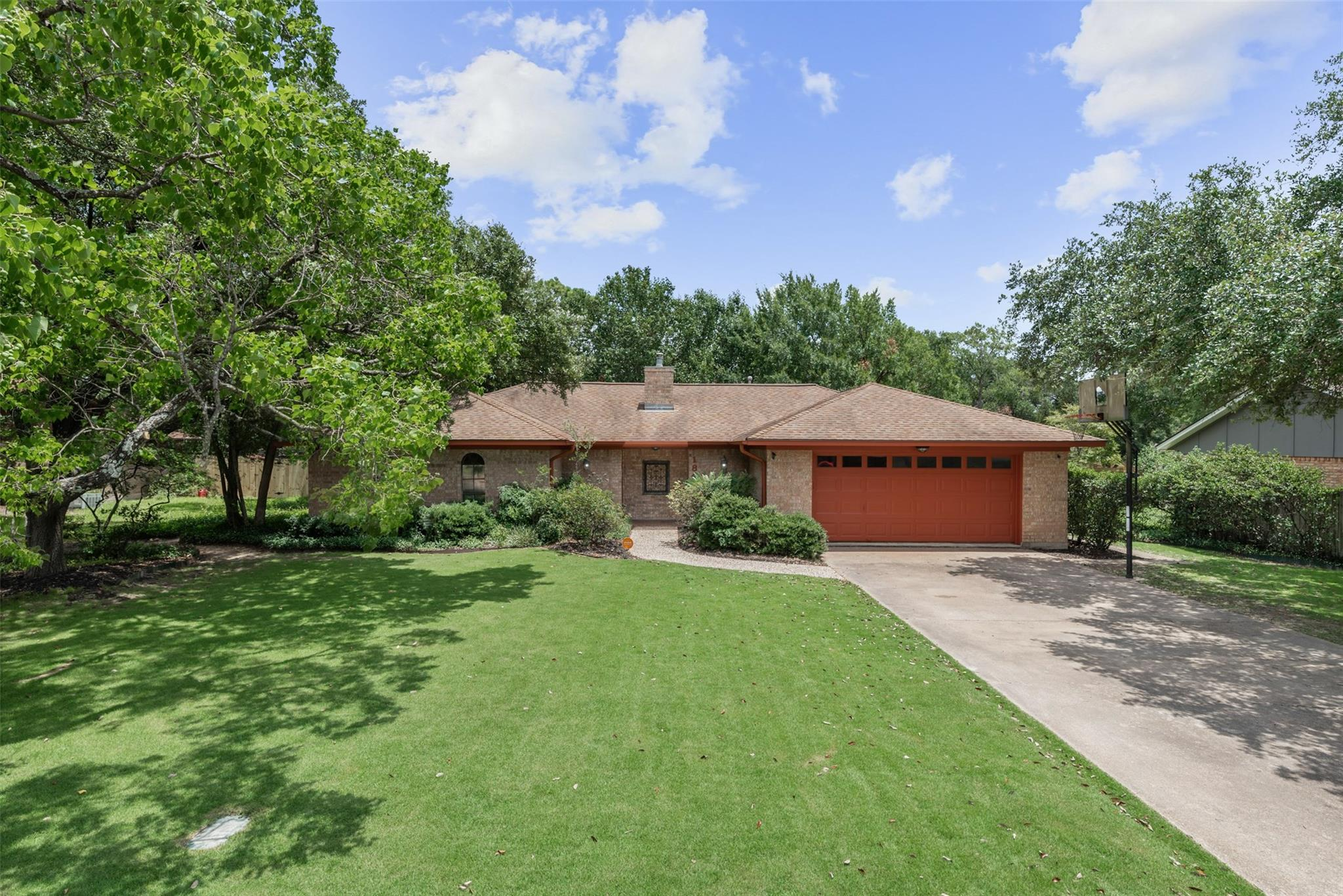1805 Southwood Drive Property Photo - College Station, TX real estate listing