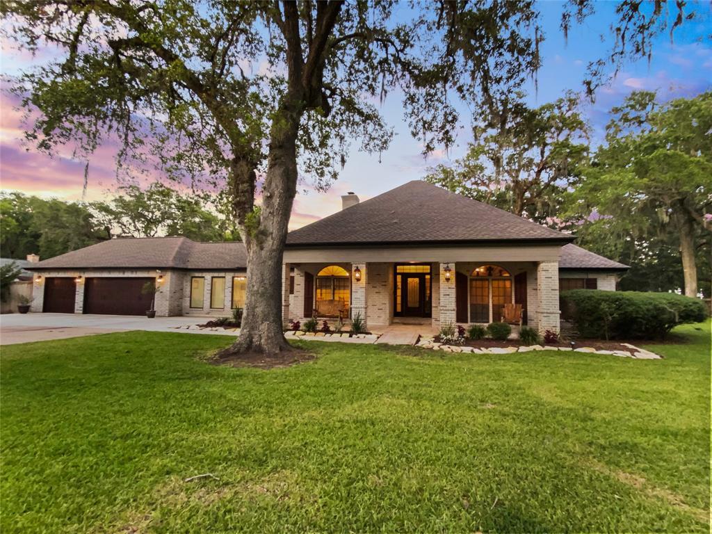 720 Lake Road Property Photo - Lake Jackson, TX real estate listing