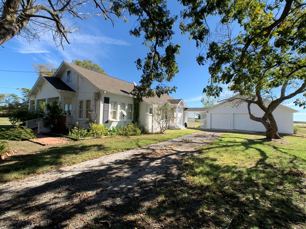 211 N Old Flynn Road Property Photo - Marquez, TX real estate listing