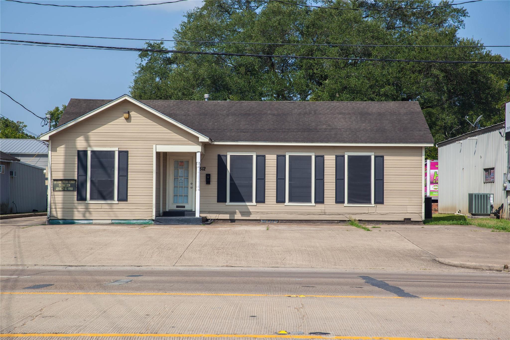 2512 1st Street Property Photo 1