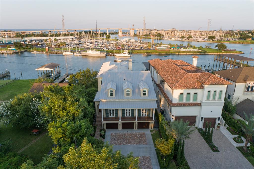 207 Blue Point Road Property Photo - Clear Lake Shores, TX real estate listing