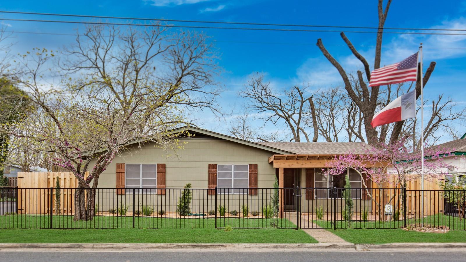 212 S Saunders Street Property Photo
